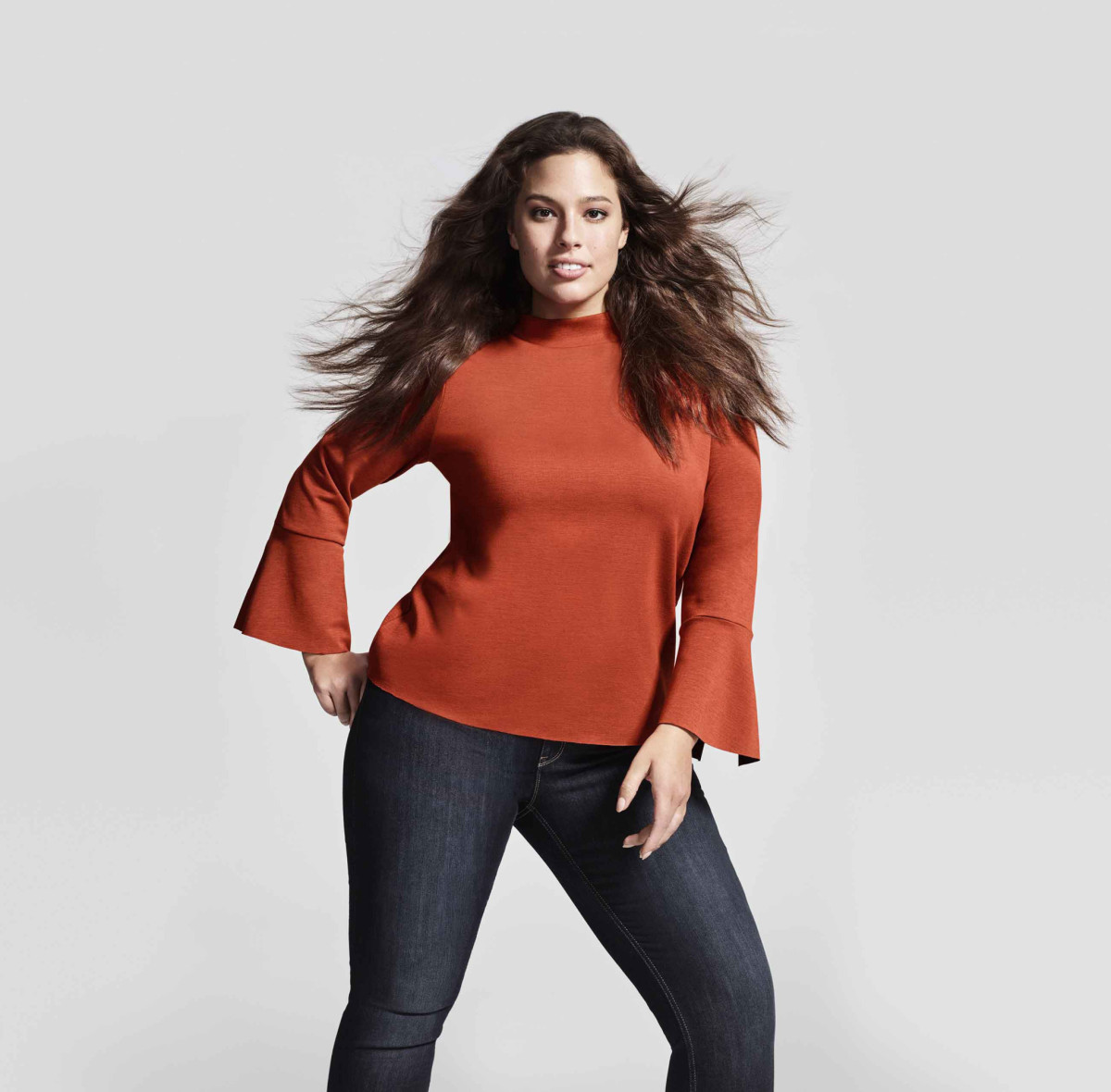 Supermodellen Ashley Graham frontar Lindex kampanj.