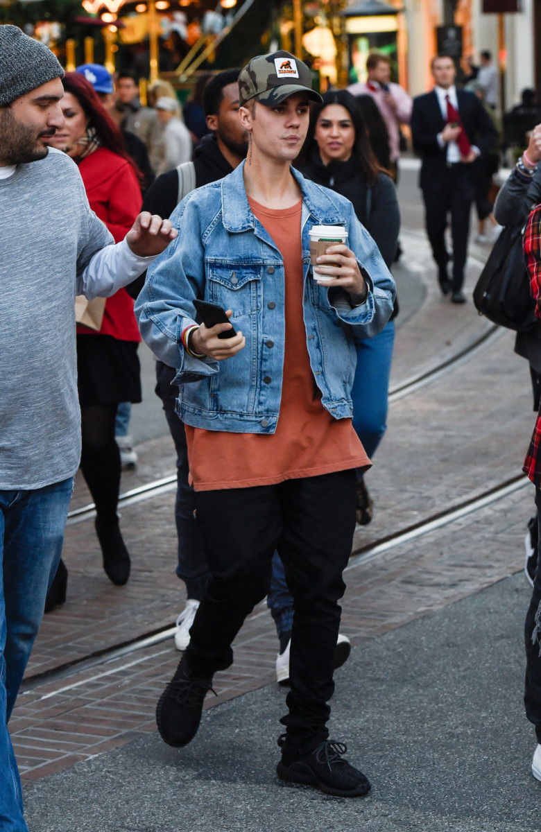 Justin Bieber goes shopping at The Grove in HollywoodFeaturing: Justin BieberWhere: Los Angeles, California, United StatesWhen: 11 Dec 2015Credit: WENN.com
