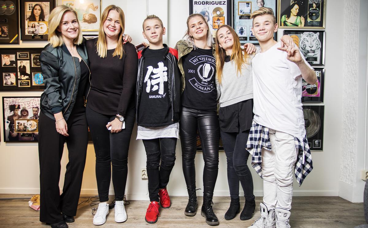 Terese, Sara Z, Sara J och Hanna från FRIDA träffade Marcus & Martinus.