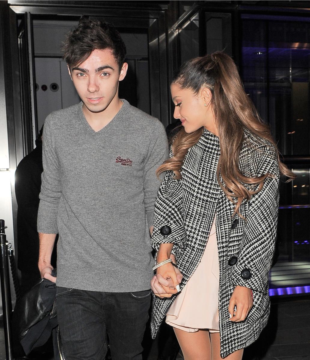 Ariana Grande och Nathan Sykes sa aldrig att de var tillsammans –men de höll gärna varandra i handen ändå.