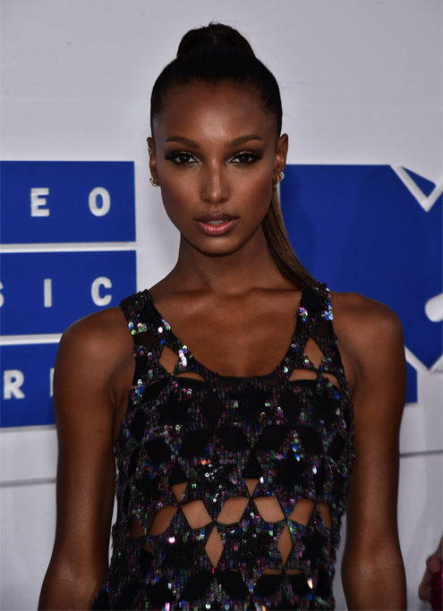Victoria's secret-modellen Jasmine Tookes på röda mattan.