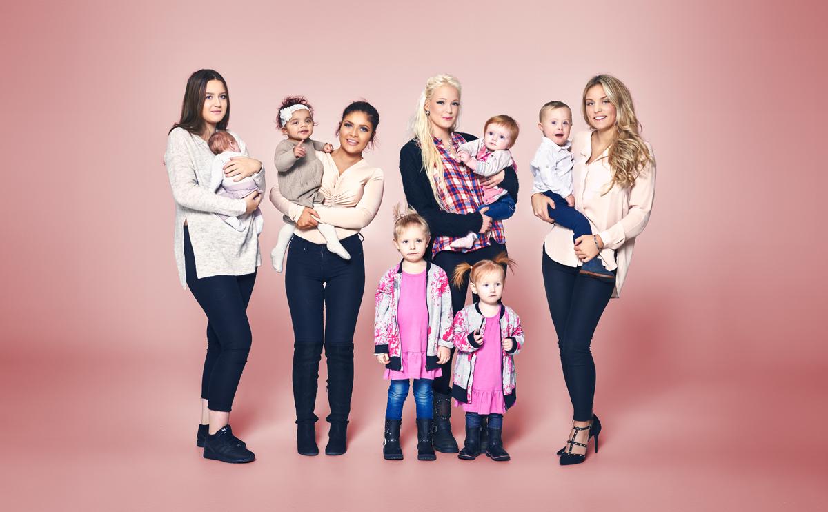 """Madeleine Stigberg, 16 år,  (till vänster) är aktuell i tv-serien """"Unga mammor""""."""
