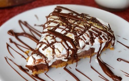 Recept: Nutellapaj med jordnötssmör och marshmallows
