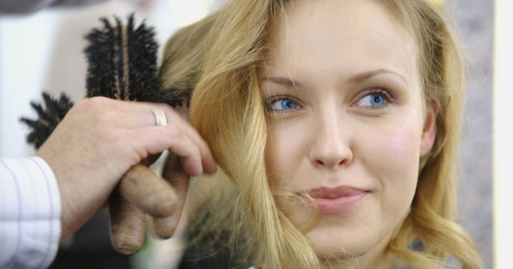 Nio tips för att bli av med frissigt hår